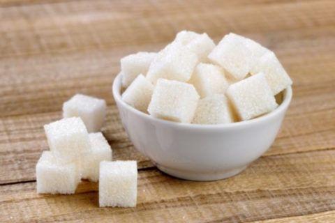 Сахар повышает показатели АД.
