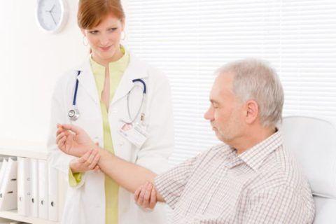 После 45 лет рекомендуют каждый год посещать терапевта для профилактического осмотра