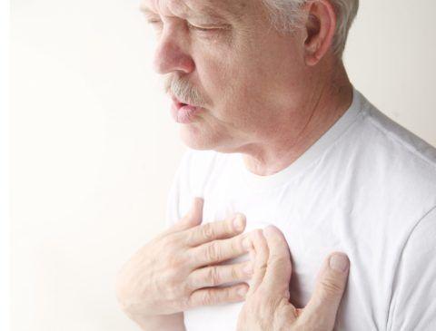 Из-за застоя крови в легких развивается одышка