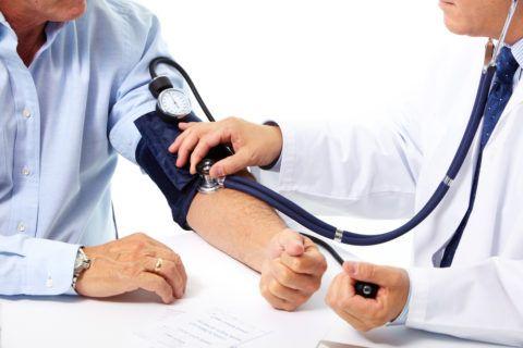 До приезда скорой необходимо измерить артериальное давление