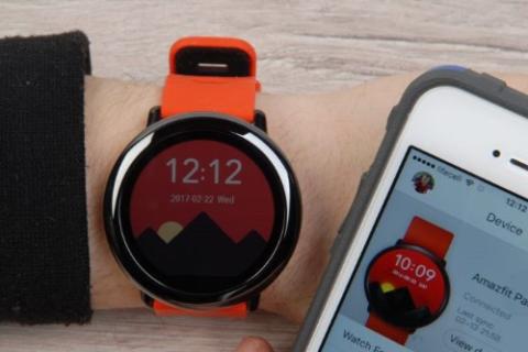 Некоторые умные браслеты «маскируются» под стильные электронные часы
