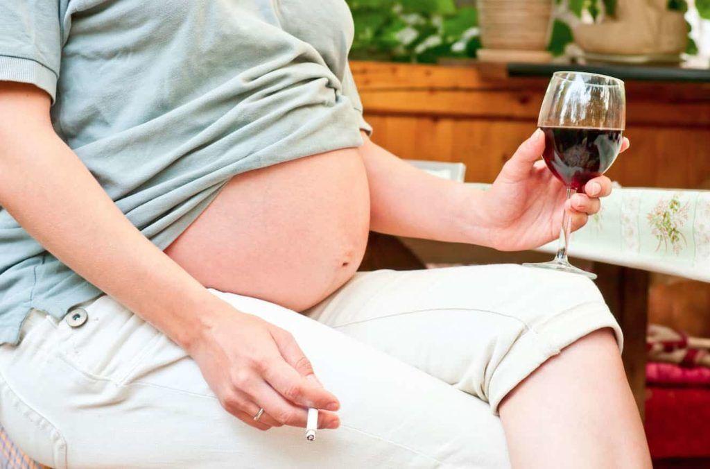 Злоупотребление алкоголем и табаком матерью в период беременности повышают риск развития порока аорты у плода