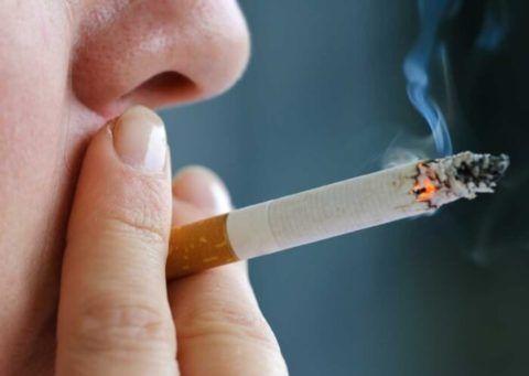 Вредные привычки провоцируют развитие лабильной гипертензии. Особенно опасно курить и употреблять алкоголь подросткам с нестабильной нервной системой.