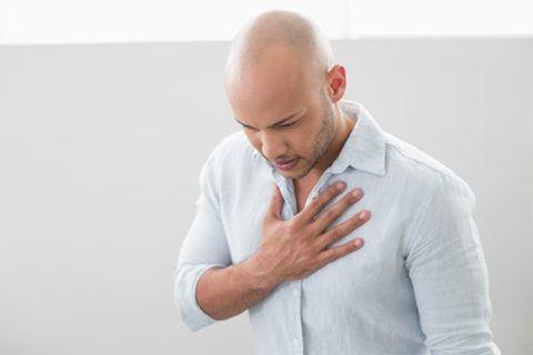 Отдышка и нехватка воздуха – спутники сердечной боли.