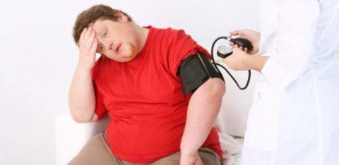 При ожирении подросткам нужно следить за давлением и снижать вес тела