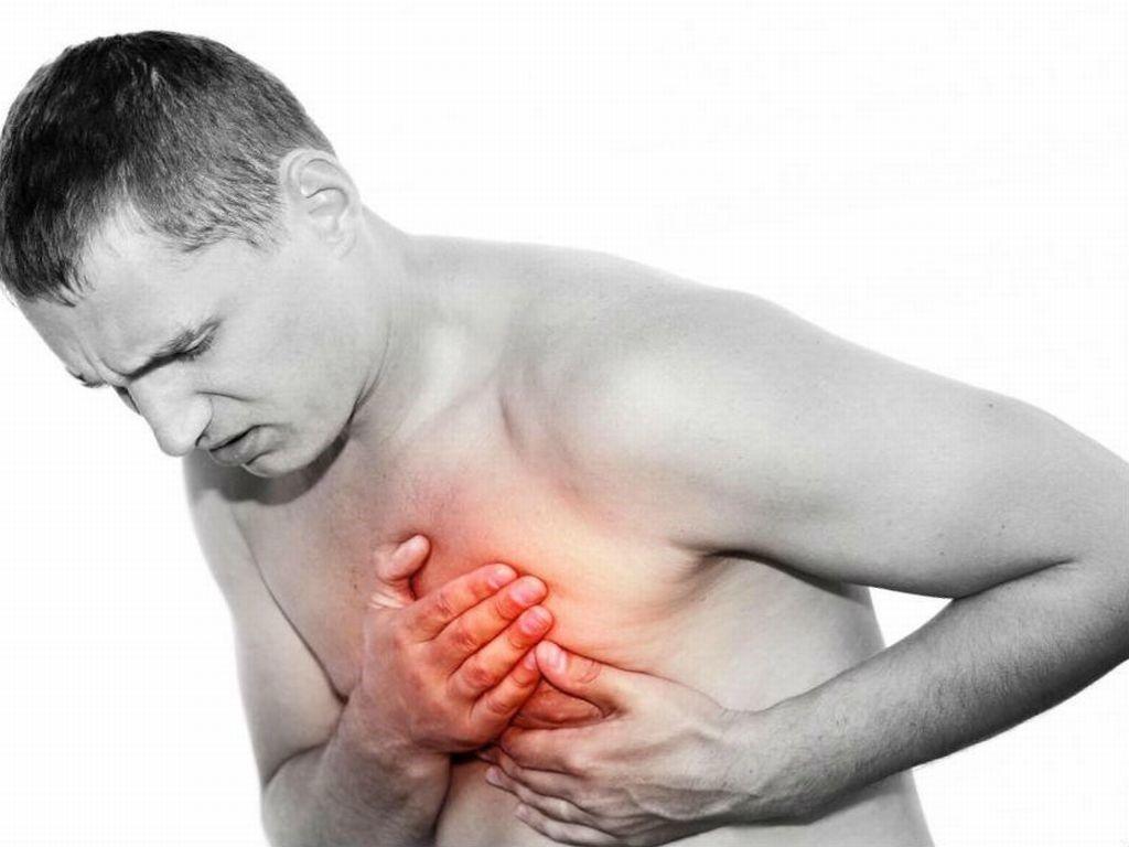 Боль при остром воспалении перикарда возникает внезапно