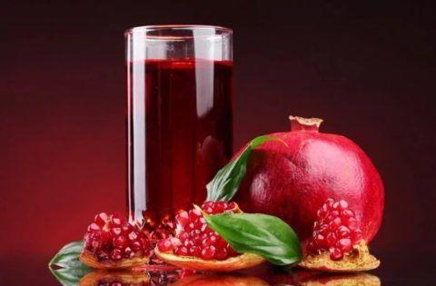Максимальную пользу принесет свежеотжатый сок или зерна граната