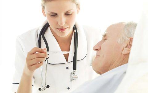 Медицинская сестра должна обладать полным анамнезом больного для своевременной помощи при осложнениях.