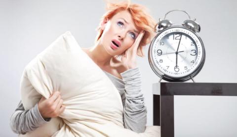 Низкое АД характерно для трудоголиков, постоянно спящих менее 8 часов в сутки