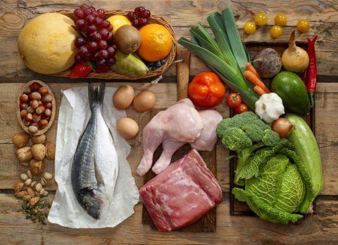 Рацион питания должен составляться с учетом всех потребностей организма в витаминах и минералах.