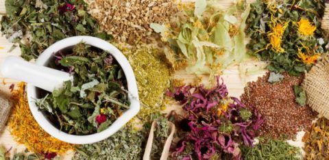 Травяные сборы для лечения ССЗ составляются исходя из терапевтических характеристик каждого из растений.