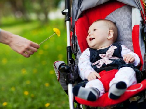 Родителям маленьких детей следует чаще «выгуливать» их и организовывать их сон на свежем воздухе