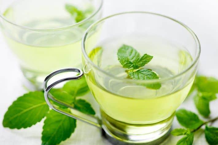 Чай из свежих мятных листьев