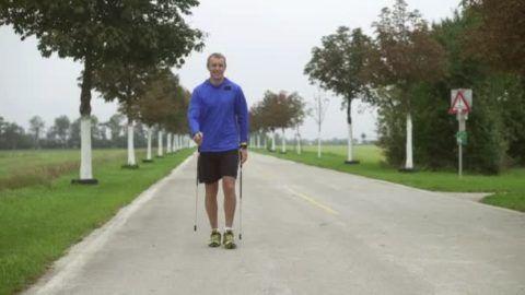 Самым доступным и легко дозируемым видом кардионагрузки является скандинавская ходьба