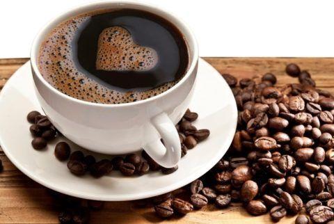 Крепкий кофе провоцирует приступы экстрасистолии.