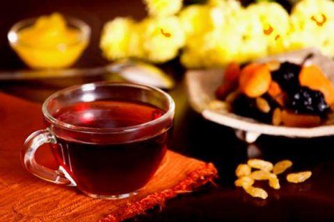 При АД 70/50 поможет хорошо заваренный черный чай