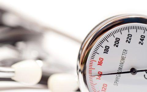 Повышенное давление требует постоянного контроля со стороны врача