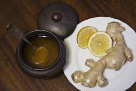 Смесь меда, лимона и корня имбиря поможет при снижении давления