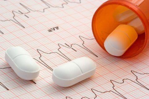 Прием медикаментов — основной способ лечения стенокардии